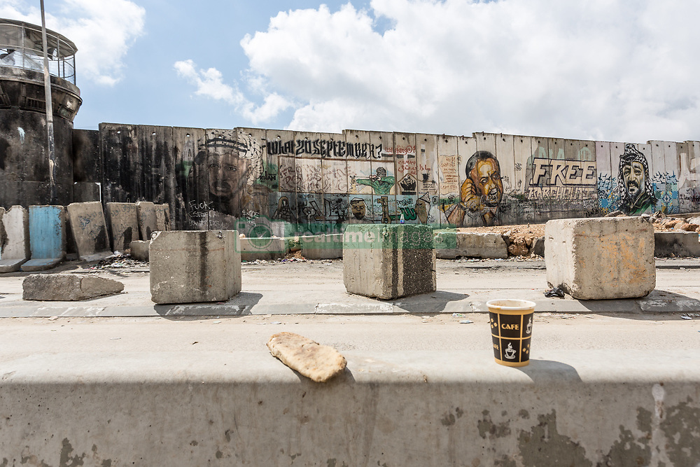 March 27, 2019 - Qalandia, Palestine Territories, Palestine - Graffiti on a separation wall near Qalandia check point, Palestine on March  27, 2019. Qalandia check point is very busy and important crossing between Palestinian territories in West Bank and Israel. (Credit Image: © Dominika Zarzycka/NurPhoto via ZUMA Press)
