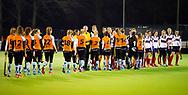 HUIZEN - hoofdklasse competitie dames, Huizen-Groningen . Shake hands.  COPYRIGHT KOEN SUYK