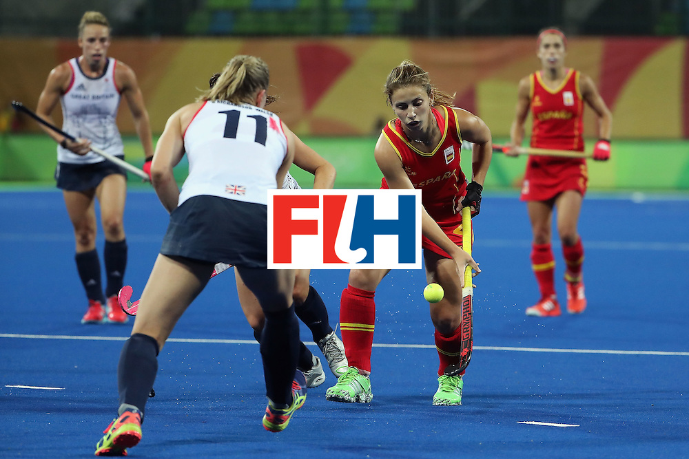 RIO DE JANEIRO, BRAZIL - AUGUST 15:  Alicia Magaz #25 of Spain moves the ball against Kate Richardson-Walsh #11 of Great Britain during the second half of the quarter final hockey game on Day 10 of the Rio 2016 Olympic Games at the Olympic Hockey Centre on August 15, 2016 in Rio de Janeiro, Brazil.  (Photo by Christian Petersen/Getty Images)