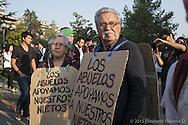 El apoyo de las familias y el pueblo durante las marchas estudiantiles es notorio. Parque Balmaceda, Octubre 2012.