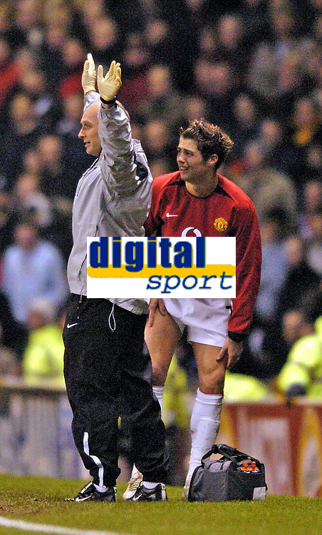 Photo. Jed Wee.<br /> Manchester United v FC Porto, UEFA Champions League, Old Trafford, Manchester. 09/03/2004.<br /> Manchester United's Christiano Ronaldo (R) shows his pain as the physio signals that he needs to be replaced barely minutes after coming on as a substitute himself.