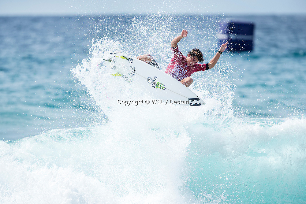 Griffin Colapinto of the USA winning Heat 5 of Round 1 at the World Junior Championship.