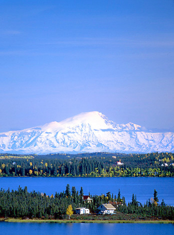 Alaska. Lake Louise and the Wrangell St Elias Range. Cabins line the shorebanks of Lake Louise.