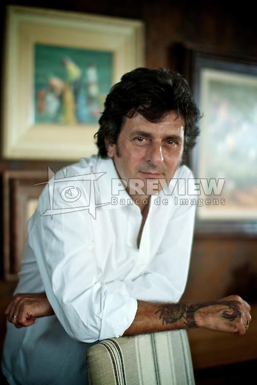 O cabelereiro e empresário Hugo Moser, proprietário da rede de salões de beleza Hugo Beauty.  FOTO: Jefferson Bernardes/Preview.com