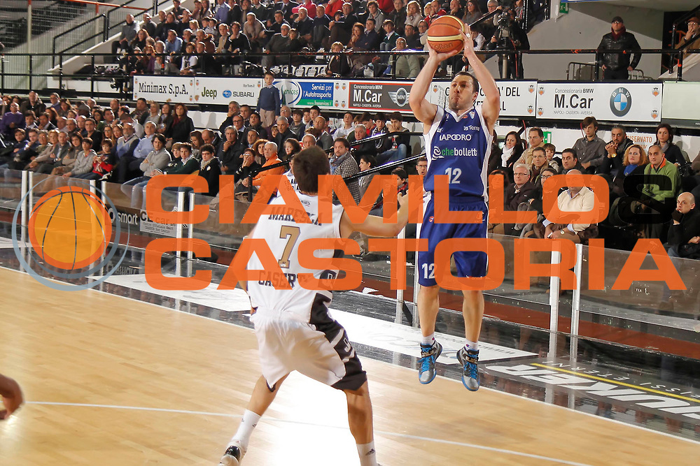 DESCRIZIONE : Caserta Lega A 2012-13 Juve Caserta chebolletta Cantu<br /> GIOCATORE : Nicolas Mazzarino<br /> CATEGORIA : tiro three points shot<br /> SQUADRA : chebolletta Cantu<br /> EVENTO : Campionato Lega A 2012-2013 <br /> GARA : Juve Caserta chebolletta Cantu<br /> DATA : 02/12/2012<br /> SPORT : Pallacanestro <br /> AUTORE : Agenzia Ciamillo-Castoria/A. De Lise<br /> Galleria : Lega Basket A 2012-2013  <br /> Fotonotizia : Caserta Lega A 2012-13 Juve Caserta chebolletta Cantu