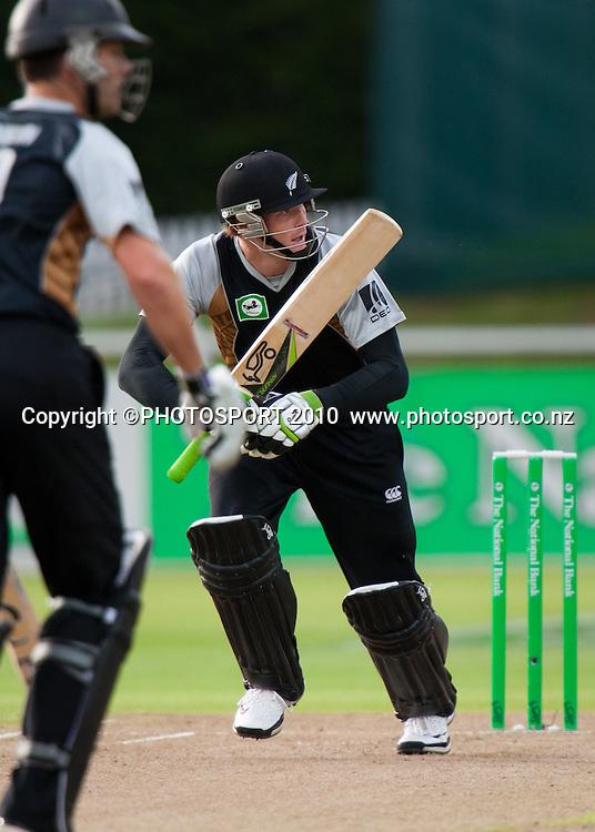 Martin Guptill calls no runs during the New Zealand Black Caps v Pakistan, Match 2. Twenty 20 Cricket match at Seddon Park, Hamilton, New Zealand. Tuesday 28 December 2010. . Photo: Stephen Barker/PHOTOSPORT