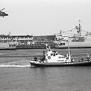 NLD/Den Helder/19910621 - Vlootdagen 1991 in Den Helder bij de marine, demonstratie Lynx helicopter en de KNRM boot