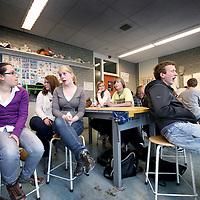 Nederland, Weesp , 12 mei 2010..Jongeren uit de eindexamenklas van de Vechtstede college aan het woord omtrent hun seksuele ervaringen..Foto:Jean-Pierre Jans