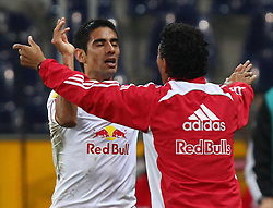 29.09.2011, Stadion Salzburg, Salzburg, AUT, UEFA EL, FC Salzburg (AUT) vs SK Slovan Bratislava (SVK), im Bild Torjubel von Gonzalo Zarate, (Red Bull Salzburg, #11) und Ricardo Moniz, (Red Bull Salzburg, Headcoach)  // during football match between FC Salzburg (AUT) and SK Slovan Bratislava (SVK) Group Stage (Group F), on September 29th, 2011 at Stadion Salzburg, Austria. EXPA Pictures © 2011, PhotoCredit: EXPA/ T. Haumer