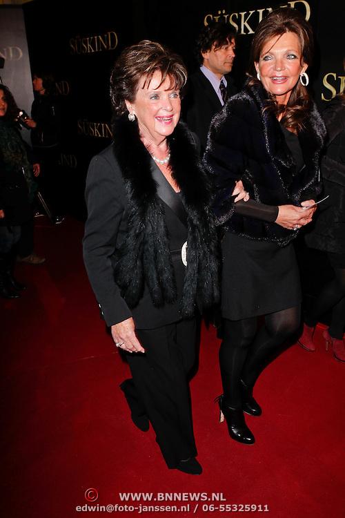 NLD/Amsterdam/20120115 - Premiere Suskind, Toos van der Valk en dochter