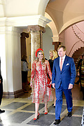 Zijne Majesteit Koning Willem-Alexander en Hare Majesteit Koningin Máxima brengen een werkbezoek aan de Duitse deelstaten Rijnland-Palts en Saarland.<br /> <br /> His Majesty King Willem-Alexander and Her Majesty Queen Máxima paid a working visit to the German federal states of Rhineland-Palatinate and Saarland.<br /> <br /> op de foto / On the Photo: Tentoonstelling 200e geboortedag Karl Marx in het Rheinisches Landesmuseum / Exhibition Karl Marx's 200th birthday at the Rheinisches Landesmuseum