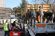 Transfert des zebres de leur enclos provisoire a leur enclos définitif : installation de la caisse contenant le zebre sur un camion pour le transfert vers le nouvel enclos, new Parc Zoologique de Paris, or Zoo de Vincennes, (Zoological Gardens of Paris, also known as Vincennes Zoo), Museum National d'Histoire Naturelle (National Museum of Natural History), 12th arrondissement, Paris, France. Picture by Manuel Cohen