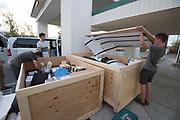 Het team pakt de spullen uit bij het hotel in Battle Mountain. In september wil het Human Power Team Delft en Amsterdam, dat bestaat uit studenten van de TU Delft en de VU Amsterdam, tijdens de World Human Powered Speed Challenge in Nevada een poging doen het wereldrecord snelfietsen voor vrouwen te verbreken met de VeloX 7, een gestroomlijnde ligfiets. Het record is met 121,44 km/h sinds 2009 in handen van de Francaise Barbara Buatois. De Canadees Todd Reichert is de snelste man met 144,17 km/h sinds 2016.<br /><br />With the VeloX 7, a special recumbent bike, the Human Power Team Delft and Amsterdam, consisting of students of the TU Delft and the VU Amsterdam, also wants to set a new woman's world record cycling in September at the World Human Powered Speed Challenge in Nevada. The current speed record is 121,44 km/h, set in 2009 by Barbara Buatois. The fastest man is Todd Reichert with 144,17 km/h.
