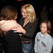 NLD/Hilversum/20070309 - 9e Live uitzending SBS Sterrendansen op het IJs 2007, Patty Brard en Natasja Froger - Kunst