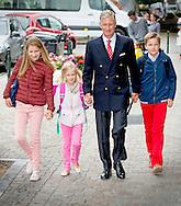 1-9-2015 BRUSSELS  - King filip of belgium brings to school their children Princess Elisabeth  , Prince Gabriel  and Princess &Eacute;l&eacute;onore to the Sint-Jan-Berchmanscollege in Brussel for their first schoolday after the holiday . COPYRIGHT ROBIN UTRECHT<br /> 2015/01/09 BRUSSEL - Koning Filip van Belgi&euml; brengt naar school zijn  kinderen Prinses Elisabeth, Prins Gabri&euml;l en Prinses &Eacute;l&eacute;onore naar de Sint-Jan-Berchmanscollege in Brussel voor hun eerste schooldag na de vakantie. COPYRIGHT ROBIN UTRECHT