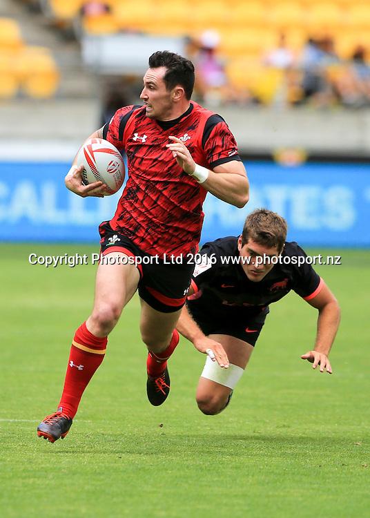 Wales's Luke Morgan steps an Argentine tackle , Day1, HSBC World Sevens Series, Westpac Stadium, Wellington, New Zealand. Saturday, 30 January, 2016. Copyright photo: John Cowpland / www.photosport.nz