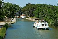France, Aude (11), pont canal de Cesse sur le Canal du Midi, classé Patrimoine Mondial de l'UNESCO // France, Languedoc-Roussillon, Aude (11), canal bridge of Cesse on the Canal du Midi