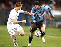 Fotball<br /> Italia v USA<br /> 15.06.2009<br /> Confederations Cup 2009<br /> Foto: Gepa/Digitalsport<br /> NORWAY ONLY<br /> <br /> Bild zeigt Jonathan Spector (USA) und Vincenzo Iaquinta (ITA)