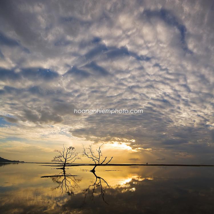 Vietnam Images-Phu Quoc island-Kien Giang city-sunrise seascape. hoàng thế nhiệm