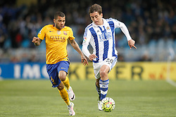 09.04.2016, Estadio de Anoeta, San Sebastian, ESP, Primera Division, Real Sociedad vs FC Barcelona, 32. Runde, im Bild Real Sociedad's Mikel Oiarzabal (r) and FC Barcelona's Dani Alves // during the Spanish Primera Division 32th round match between Real Sociedad and FC Barcelona at the Estadio de Anoeta in San Sebastian, Spain on 2016/04/09. EXPA Pictures © 2016, PhotoCredit: EXPA/ Alterphotos/ Acero<br /> <br /> *****ATTENTION - OUT of ESP, SUI*****