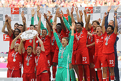 18.05.2019, Allianz Arena, Muenchen, GER, 1. FBL, FC Bayern Muenchen vs Eintracht Frankfurt, 34. Runde, Meisterfeier nach Spielende, im Bild Die Spieler des FCB jubeln mit Schale // during the celebration after winning the championship of German Bundesliga season 2018/2019. Allianz Arena in Munich, Germany on 2019/05/18. EXPA Pictures © 2019, PhotoCredit: EXPA/ SM<br /> <br /> *****ATTENTION - OUT of GER*****
