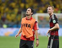 FUSSBALL WM 2014                HALBFINALE Brasilien 1-7 Deutschland          08.07.2014 Mats Hummels (li, Deutschland) und Per Mertesacker (Deutschland)