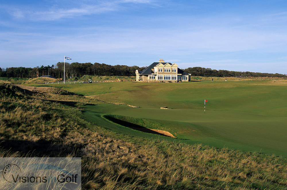 Kingsbarns Golf Club, Scotland. Hole 18 and clubhouse<br /> <br /> Mandatory credit: Visions In Golf/Richard Castka