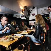 Nederland, Hilversum , 4 februari 2015.<br /> marketingmanager van Sky Radio Dennis Kuzee in wijnbar Vintage<br /> Foto:Jean-Pierre Jans