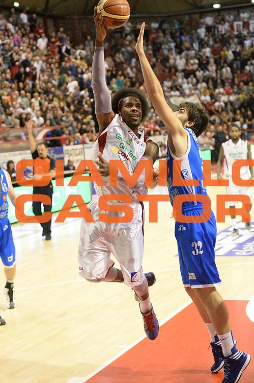 DESCRIZIONE : Pistoia Lega serie A 2013/14 Giorgio Tesi Group Pistoia Banco Di Sardegna Sassari<br /> GIOCATORE : daniel edward<br /> CATEGORIA : tiro gancio<br /> SQUADRA : Giorgio Tesi Group Pistoia<br /> EVENTO : Campionato Lega Serie A 2013-2014<br /> GARA : Giorgio Tesi Group Pistoia Banco Di Sardegna Sassari<br /> DATA : 02/02/2014<br /> SPORT : Pallacanestro<br /> AUTORE : Agenzia Ciamillo-Castoria/M.Greco<br /> Galleria : Lega Seria A 2013-2014<br /> Fotonotizia : Pistoia Lega serie A 2013/14 Giorgio Tesi Group Pistoia Banco Di Sardegna Sassari<br /> Predefinita :