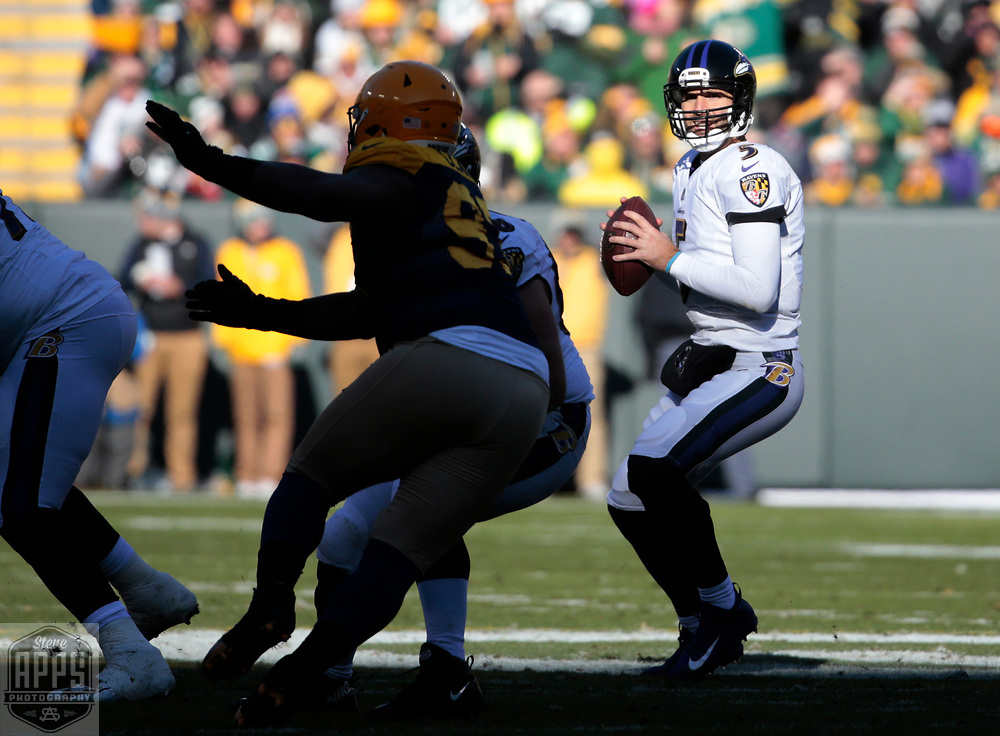Baltimore Ravens quarterback Joe Flacco (5) looking for a receiver in the 1st quarter. <br /> The Green Bay Packers hosted the Baltimore Ravens at Lambeau Field Sunday, Nov. 19, 2017. STEVE APPS FOR THE STATE JOURNAL.