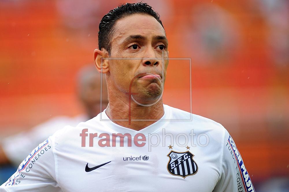 O jogador Ricardo Oliveira comemora primeiro gol  durante o jogo entre Santos x Audax,  em partida válida pelo campeonato paulista de 2015 , no estádio do Pacaembu em Sao Paulo. Foto ALAN MORICI/FRAME