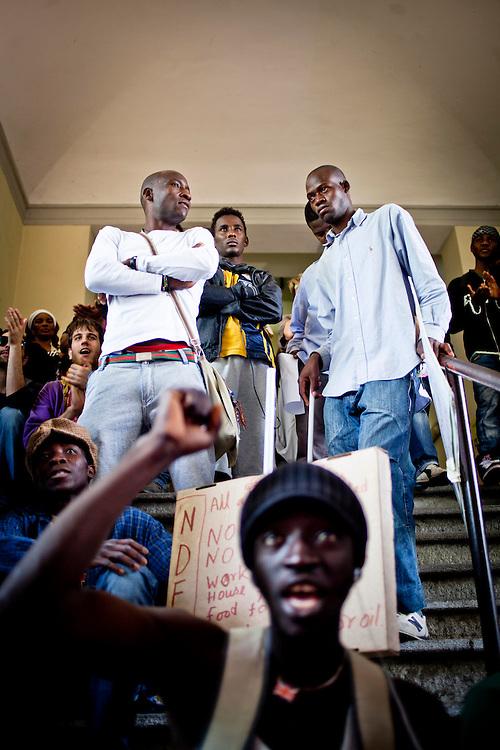 Manifestazione dei migranti all'anagrafe centrale di Torino per richiedere la residenza presso le palazzine del villaggio olimpico. Il corteo è giunto fino all'interno degli uffici comunali senza bloccarne le procedure ed attendendo un incontro con le istituzioni. Torino, 19-04-'13.