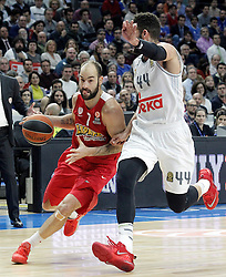 28.01.2016, Palacio de los Deportes, Madrid, ESP, FIBA, EL, Real Madrid vs Olympiacos PiraeusPlayoff, 5. Spiel, im Bild Real Madrid's Jeffery Taylor (r) and Olympimpiacos Piraeus' Vassilis Spanoulis // during the 5th Playoff match of the Turkish Airlines Basketball Euroleague between Real Madrid and Olympiacos Piraeus at the Palacio de los Deportes in Madrid, Spain on 2016/01/28. EXPA Pictures © 2016, PhotoCredit: EXPA/ Alterphotos/ Acero<br /> <br /> *****ATTENTION - OUT of ESP, SUI*****