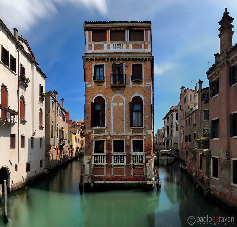 This on the Rio (Canal) of San Giovanni in Laterano is allegedly the smallest island of Venice, fully occupied by one single building.