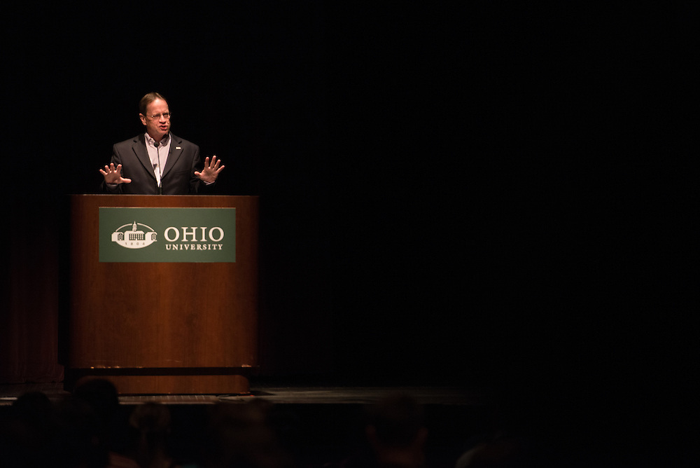 Dr. David Descutner welcomes parents and students at Bobcat Student Orientation. Photo by Ben Siegel/ Ohio University