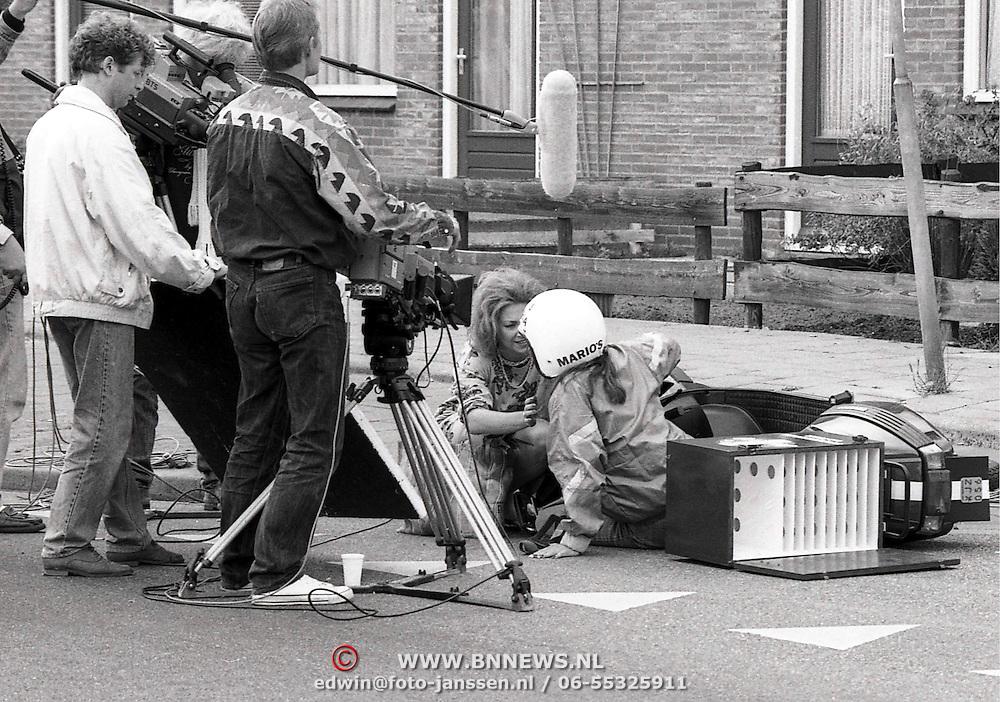 NLD/Bussum/19900612 - TV opname serie Spijkerhoek Nieuwstraat Bussum