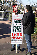 Nederland, Nijmegen, 25-3-2017Protestactie op het valkhof, valkhofpark, tegen de bouw, herbouw, van de Donjon . Jac Splinter, een van de aanjagers van het protest. Het wordt een replica van de toren die onderdeel was van de Valkhofburcht van Frederik Barbarossa, die rond 1795 is afgebroken en als puin verhandeld is. De Valkhofvereniging ijvert al jaren voor herbouw.Bij de gemeenteraadsverkiezingen van 7 maart 2006 heeft 60% van de bevolking per referendum voor de herbouw gestemd. Breekpunt is de eis om het park openbaar toegankelijk te houden, hetgeen vrijwel onmogelijk wordt als de toren commercieel geexploiteerd moet worden. Ook de ondergrond zou niet stevig genoeg zijn. Een projectintwikkelaar heeft nu een bouwplan ingediend.Foto: Flip Franssen