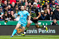 Chris Pennell of Worcester Warriors takes on Luther Burrell of Northampton Saints - Mandatory by-line: Robbie Stephenson/JMP - 04/05/2019 - RUGBY - Franklin's Gardens - Northampton, England - Northampton Saints v Worcester Warriors - Gallagher Premiership Rugby