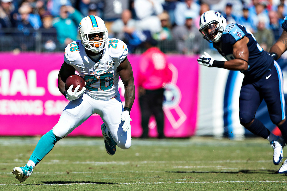 NASHVILLE, TN - OCTOBER 18:  Lamar Miller #26 of the Miami Dolphins runs the ball during a game against the Tennessee Titans at LP Field on October 18, 2015 in Nashville, Tennessee.  The Dolphins defeated the Titans 38-10.  (Photo by Wesley Hitt/Getty Images) *** Local Caption *** Lamar Miller