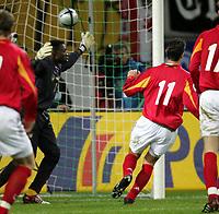 Fotball<br /> Privatlandskamp<br /> Tyskland v Kamerun<br /> 17. november 2004<br /> Foto: Digitalsport<br /> NORWAY ONLY<br /> 3-0 Tor Miroslav Klose, Torwart Idriss Kameni Links