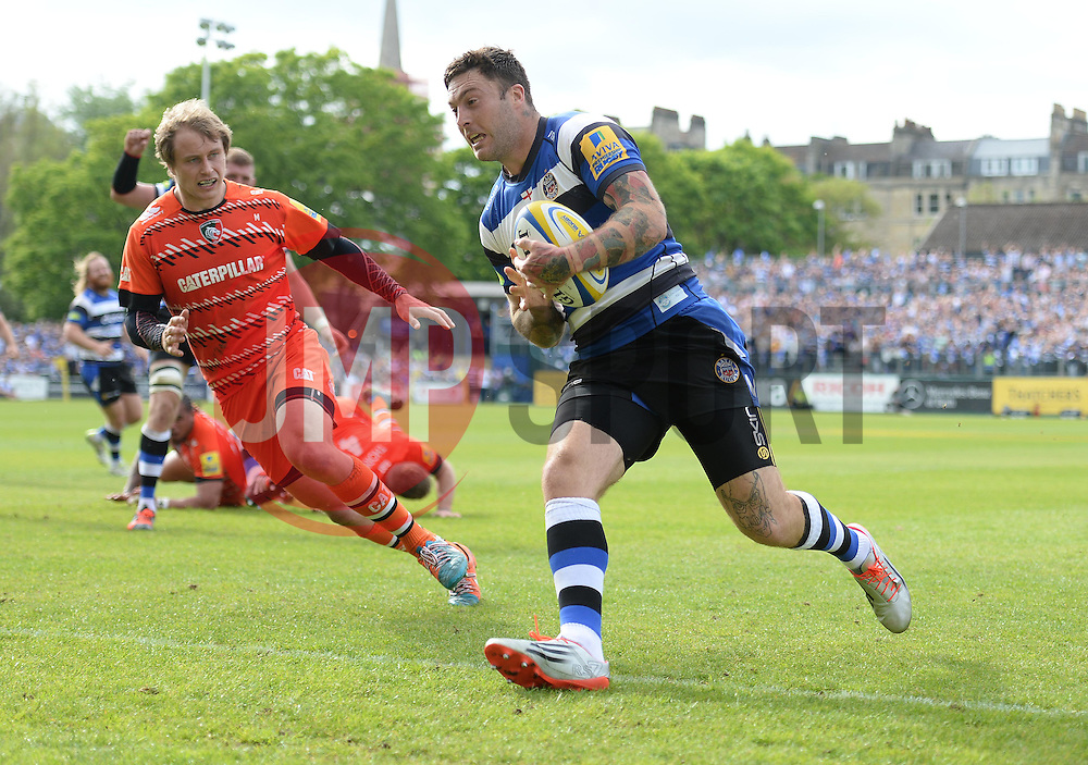 Bath Winger Matt Banahan breaks free to score a try. - Photo mandatory by-line: Alex James/JMP - Mobile: 07966 386802 - 23/05/2015 - SPORT - Rugby - Bath - Recreation Ground - Bath v Leicester Tigers - Aviva Premiership Rugby semi-final