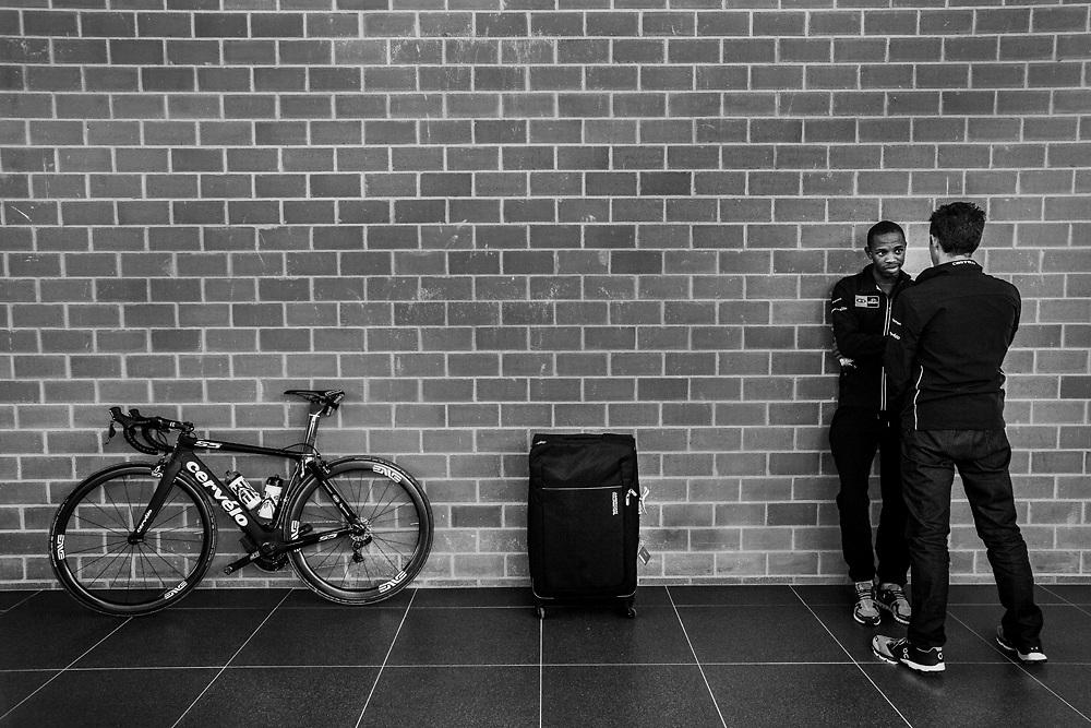 Jim Songezo (Afrique du Sud). MTN Team Qhubeka the first African cycling  team cf4437ea8