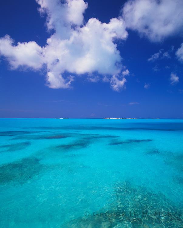 6204-1013 ~ Copyright: George H. H. Huey ~ Exuma Sound.  Exuma Cays, Bahamas.