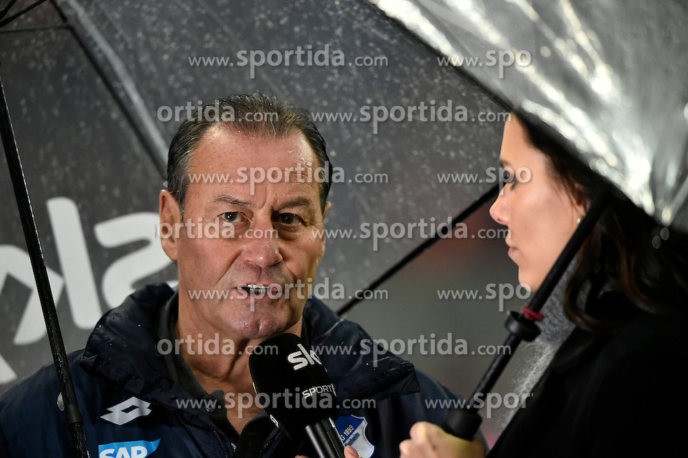 31.01.2016, Allianz Arena, Muenchen, GER, 1. FBL, FC Bayern Muenchen vs TSG 1899 Hoffenheim, 19. Runde, im Bild Trainer Coach Huub Stevens TSG 1899 Hoffenheim im Interview vor dem Spiel im Regen, Regenschirm, mit SKY Moderatorin Reporterin Esther Sedlaczek // during the German Bundesliga 19th round match between FC Bayern Munich and TSG 1899 Hoffenheim at the Allianz Arena in Muenchen, Germany on 2016/01/31. EXPA Pictures &copy; 2016, PhotoCredit: EXPA/ Eibner-Pressefoto/ Weber<br /> <br /> *****ATTENTION - OUT of GER*****