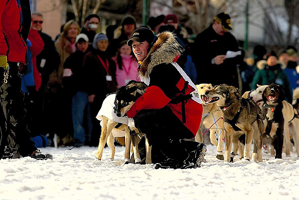 04 March 2006: Anchorage, Alaska - Danny Seavy takes time to make sure his dogs are ready prior to the Ceremonial Start in downtown Anchorage of the 2006 Iditarod Sled Dog Race