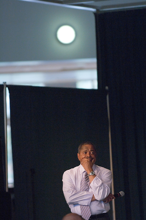 """University Town Hall Meeting seeks to promote dialogue.ATHENS, Ohio (Oct. 10, 2006) -- A University Town Hall Meeting intended to encourage dialogue among members of the Ohio University community is planned for 3 to 5 p.m. Monday, Oct. 23, in the Ping Center Lounge...President Roderick McDavis and other leaders will be available to listen to faculty, staff and students...""""I want to hear what is on the minds of the members of the university community,"""" McDavis said. """"I hope a town hall-style meeting will be a helpful venue to open the lines of communication on university-related issues.""""..There will be no set agenda for the meeting. Rather, the discussion will revolve around topics most important to those in attendance."""
