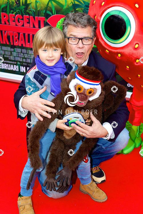 AMSTERDAM - In Pathé ArenA is de film 'Het Regent Gehaktballen 2' in premiere gegaan.  Met op de foto Emile Ratelband en zijn zoon Emilio. FOTO LEVIN DEN BOER - PERSFOTO.NU