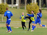 06-01-2009 Voetbal:Willem II:Trainingskamp:Torremolinos:Spanje<br /> Memhet Akg&uuml;n haalt uit alvorens Vorthoren er bij kan komen<br /> Foto: Geert van Erven