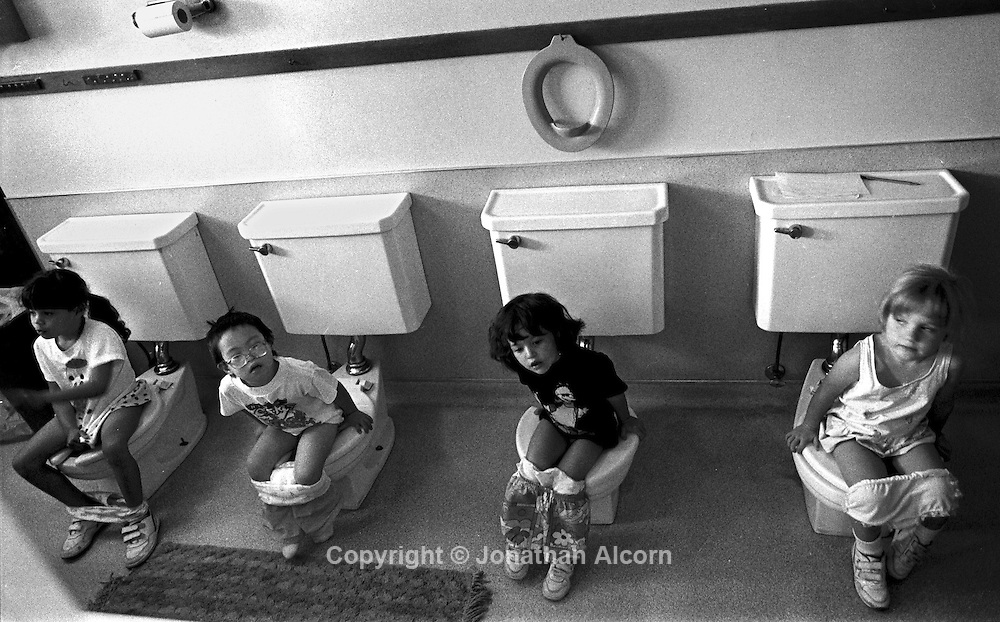 Pasadena, California, USA; pre-schoolers take care of business.(©) Jonathan Alcorn