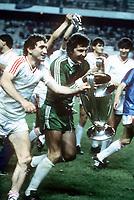 Fotball<br /> Foto: Colorsport/Digitalsport<br /> NORWAY ONLY<br /> <br /> Steaua Bukarest<br /> Helmut Ducadam and Ilie Barbulescu (Steaua) parade the European Cup. Steaua Bucharest v Barcelona. The European Cup Final, 7/5/86